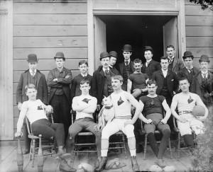 Equipa de futebol americano no início do séc. XX.
